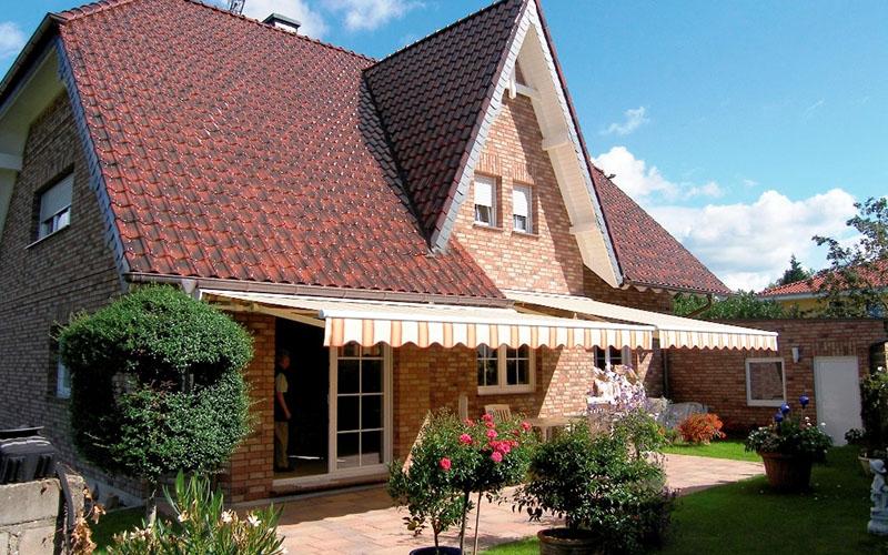 Fenster-Tuerenwerk-Schroeder-Gelenkarmmarkise-2