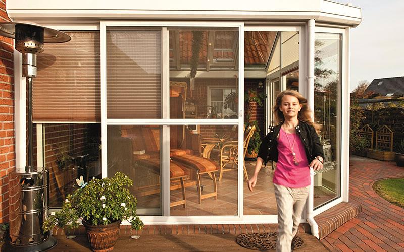 Fenster-Tuerenwerk-Schroeder-Insektenschutz-Schiebetuer
